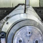 Lavorazione disco freno su carbonio.