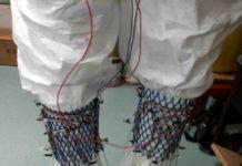 Cale con pile a combustibile microbiche per generare energia camminando